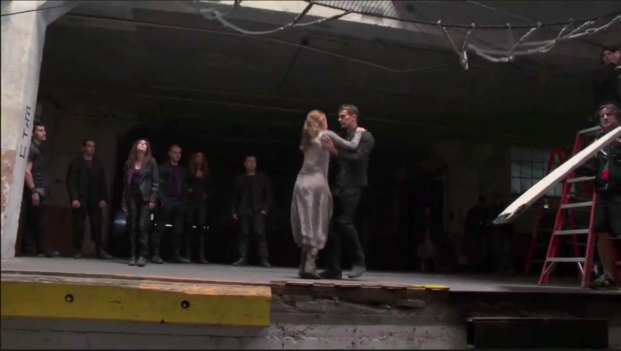 Divergent figh.