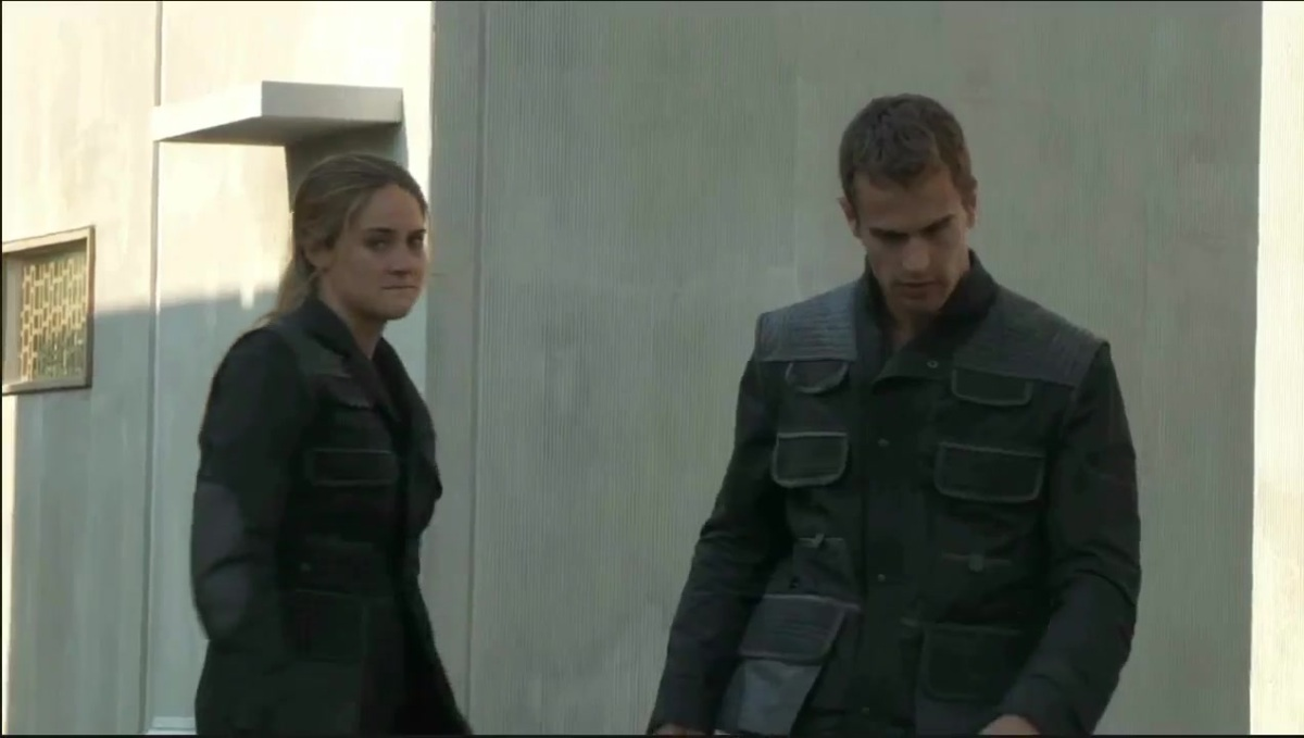 Divergent Featurette - Interviews and Behind the Scenes Footage 439