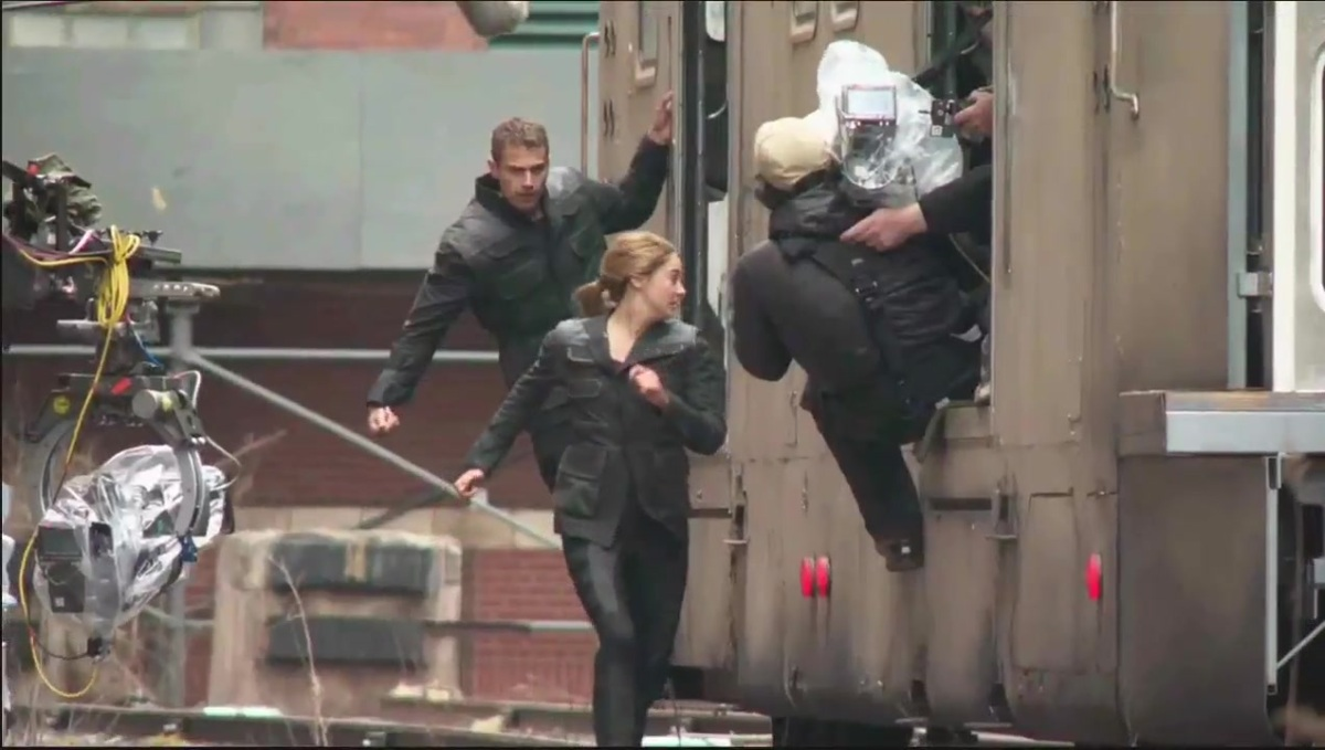Divergent Featurette - Interviews and Behind the Scenes Footage 732