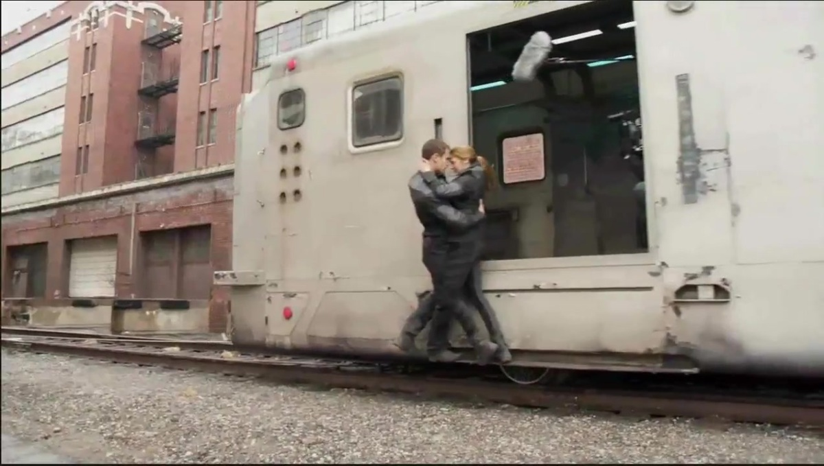 Divergent Featurette - Interviews and Behind the Scenes Footage 747